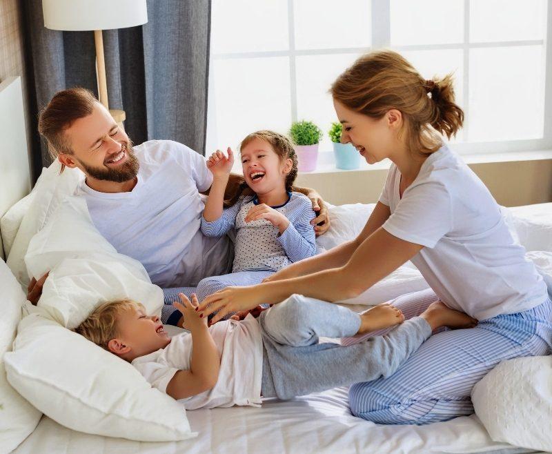 famiglia felice casa nuova